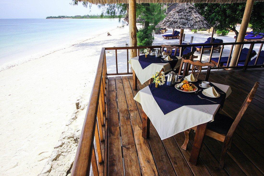 Tansania Sansibar Michamvi Sunset Bay Resort Strand Frühstück Iwanowskis Reisen - afrika.de
