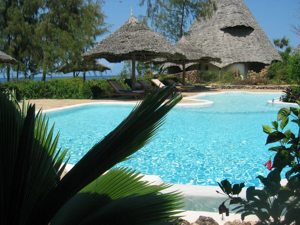 Tansania Sansibar Unguja Lodge Pool Iwanowskis Reisen - afrika.de