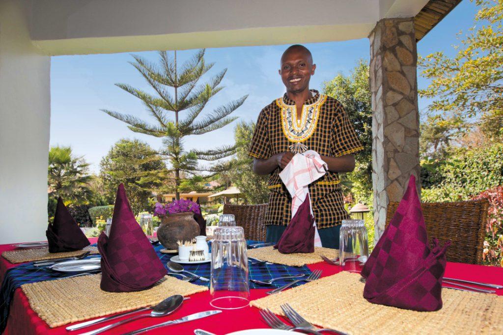 Tansania Bougainvillea Safari Lodge Service Iwanowskis Reisen - afrika.de