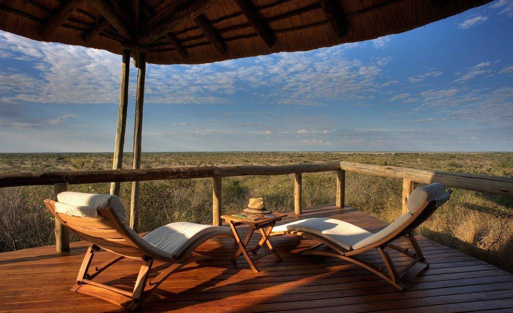 Botswana Central Kalahari Tau Pan Camp Terrasse Iwanowskis Reisen - afrika.de