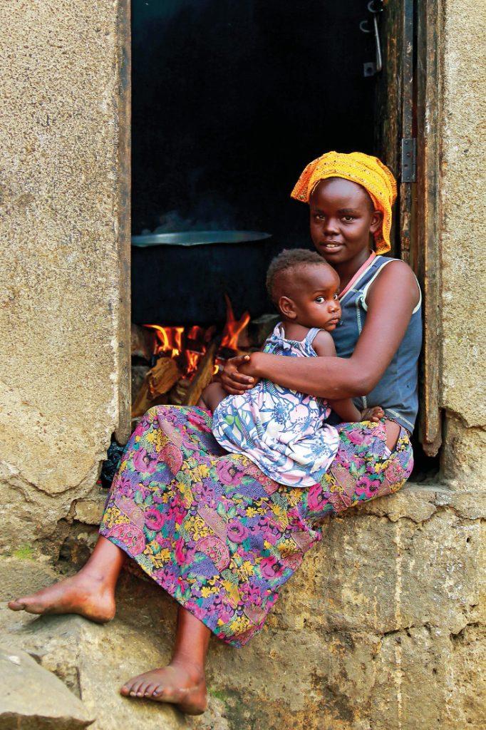 Uganda Mutter mit Kind Iwanowskis Reisen - afrika.de
