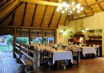 Namibia, Frans Indongo Lodge, Abendessen - afrika.de