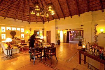 Sanctuary Chobe Chilwero Lodge Lounge - afrika.de Iwanowskis Individuelles Reisen