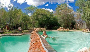 Sanctuary Chobe Chilwero Lodge Pool - afrika.de Iwanowskis Individuelles Reisen