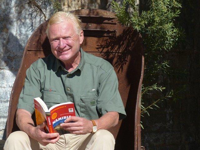 Namibia_2014_M_Iwanowski mit Buch