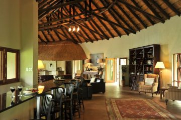 Black Rhino Game Lodge drinnen