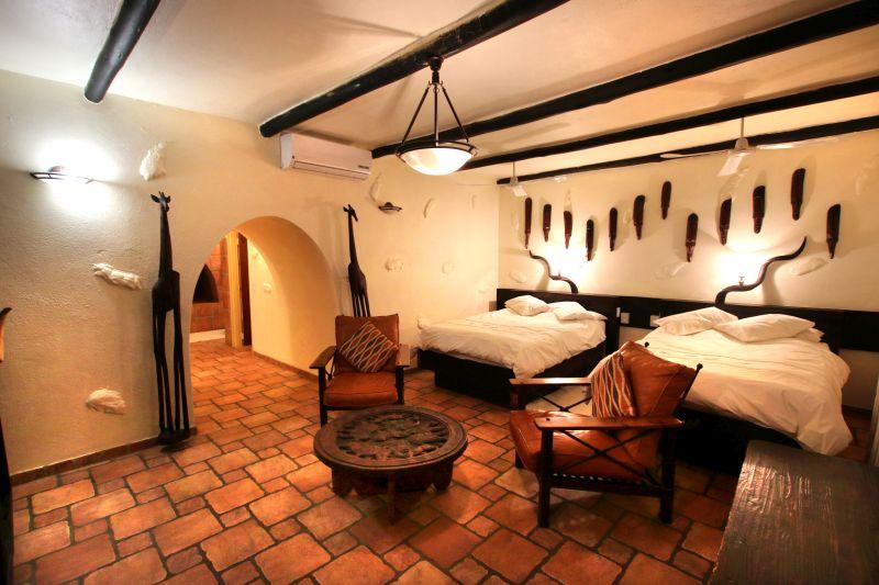 Namibia Otjiwarongo Mount Etjo Safari Lodge Familienzimmer Iwanowskis Reisen - afrika.de