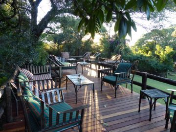 Kubu Lodge Terrasse - afrika.de Iwanowskis Individuelles Reisen