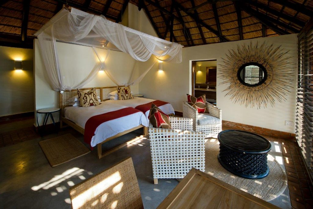 Sambia South Luangwa National Park Mfuwe Lodge Zimmer Iwanowskis Reisen - afrika.de