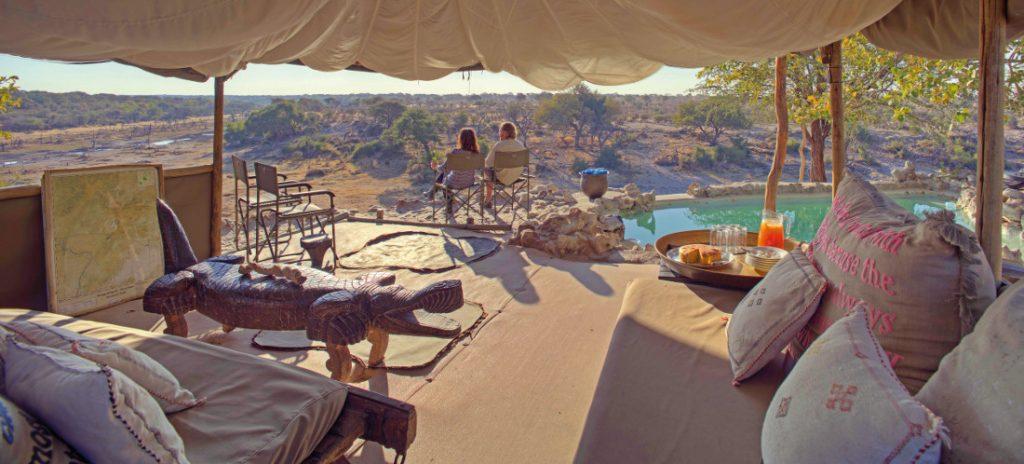 Botswana Makgadikgadi National Park Men A Kwena Lounge Iwanowskis Reisen - afrika.de