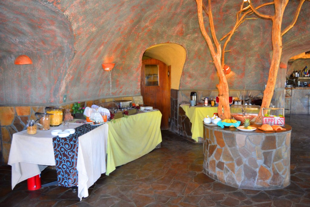 Namibia Khomas Hochland Rostock Ritz Desert Lodge Restaurant Iwanowskis Reisen - afrika.de