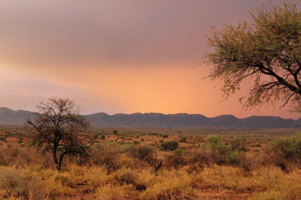 Namibia Auas Safari Lodge Auas Berge Sonnenuntergang Iwanowskis Reisen - afrika.de