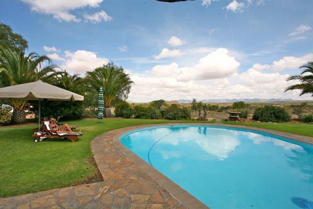 Namibia Auas Safari Lodge Pool Iwanowskis Reisen - afrika.de