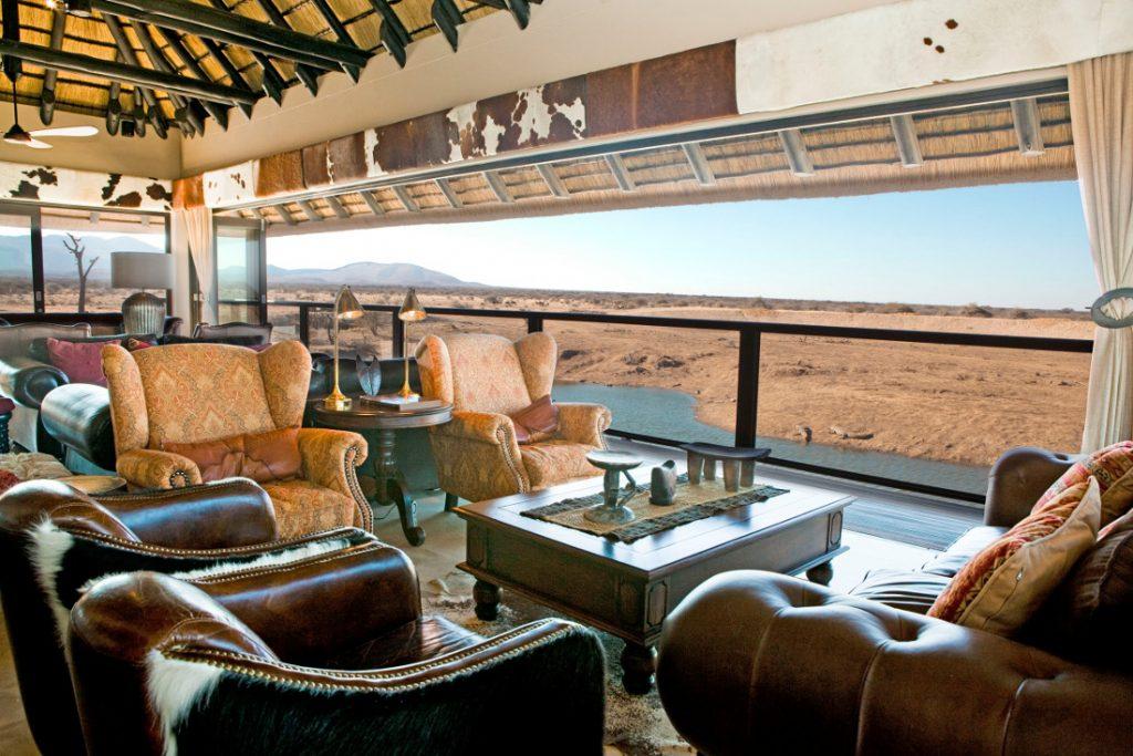Namibia Erindi Game Reserve Old Traders Lodge Lounge Iwanowskis Reisen - afrika.de