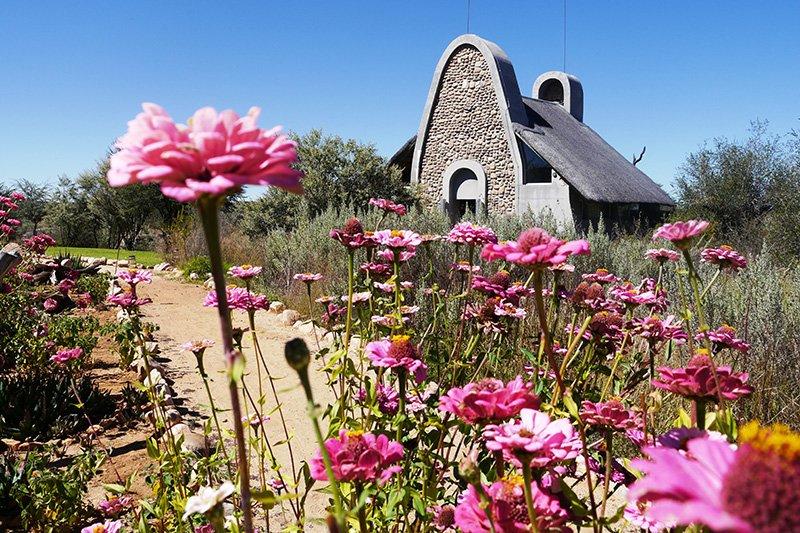 Namibia Windhoek Naankuse Lodge Chalet Iwanowskis Reisen - afrika.de