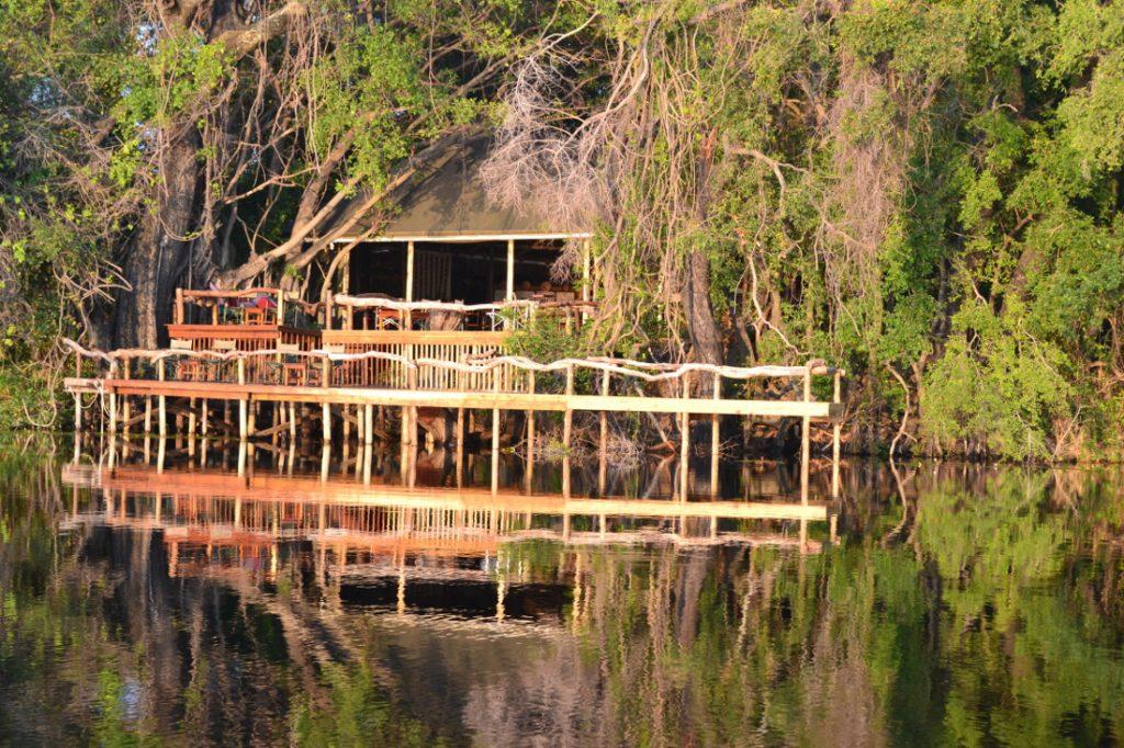 Botswana Okavango Panhandle Guma Lagoon Camp Iwanowskis Reisen - afrika.de