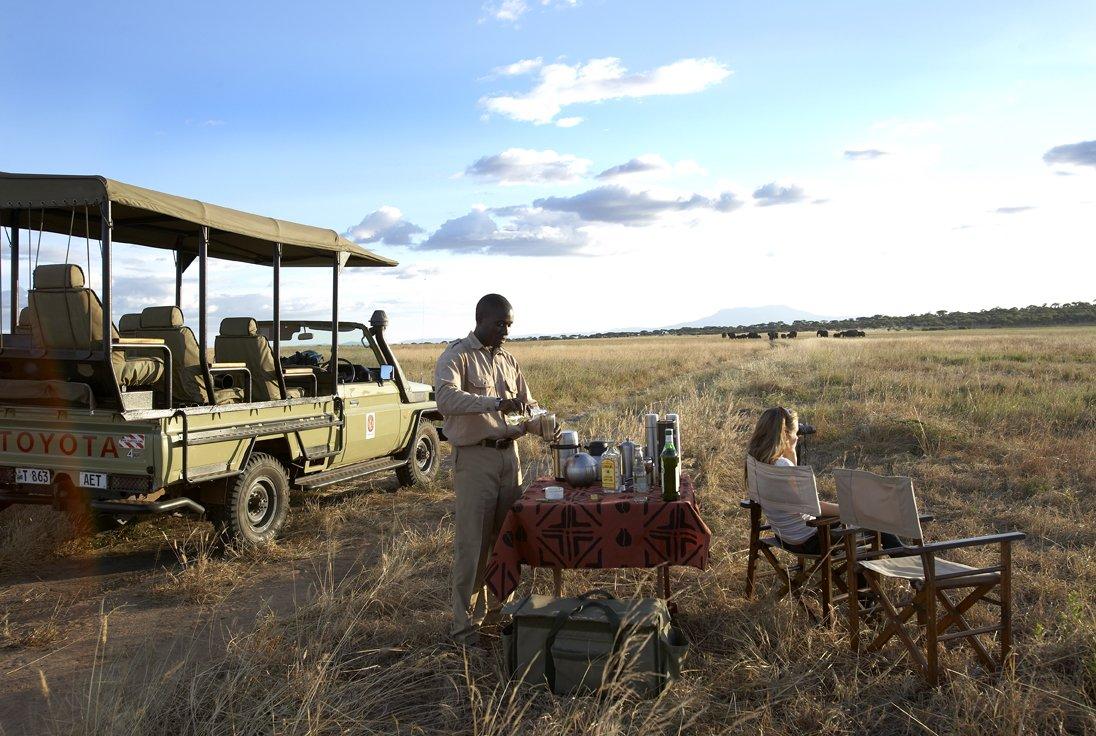 Tansania Tarangire National Park Olivers Camp Sundowner Pirschfahrt Iwanowskis Reisen - afrika.de