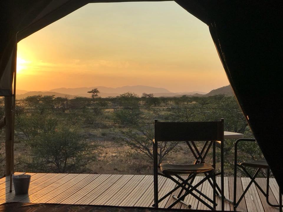 Namibia Twyfelfontein Buruxa Camp Ausblick Iwanowskis Reisen - afrika.de