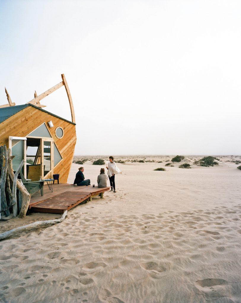 Namibia Skeleton Coast Shipwreck Lodge Chalet Iwanowskis Reisen - afrika.de