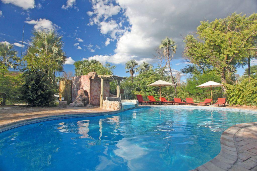 Botswana Nata Lodge Pool Iwanowskis Reisen - afrika.de