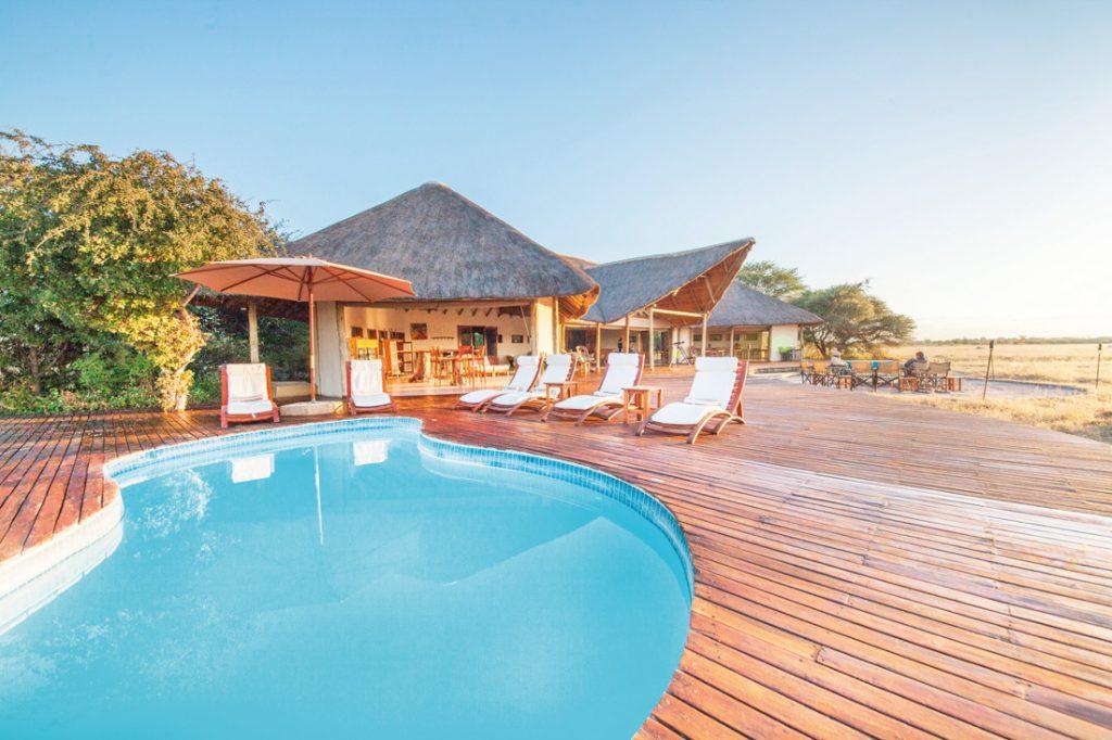 Botswana Nxai Pan Nationalparkt Nxai Pan Camp Pool Iwanowskis Reisen - afrika.de