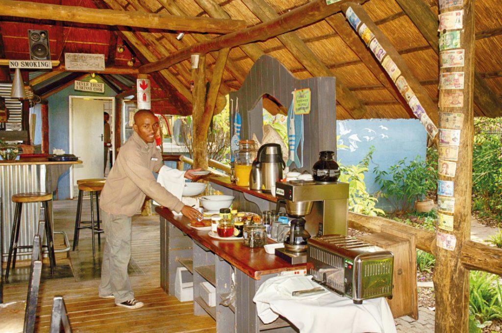 Botswana Kasane The Old House Frühstück Iwanowskis Reisen - afrika.de
