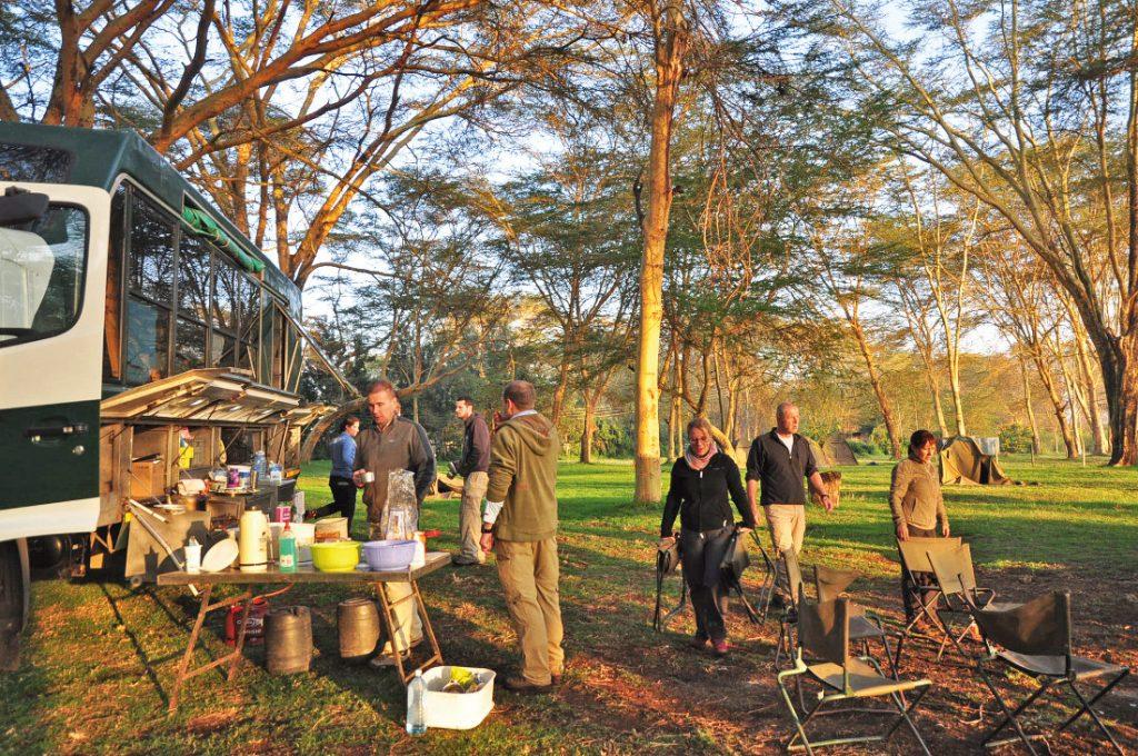Kenia Tansania Ostafrika Explorer Safari Frühstück Truck Camp Iwanowskis Reisen - afrika.de