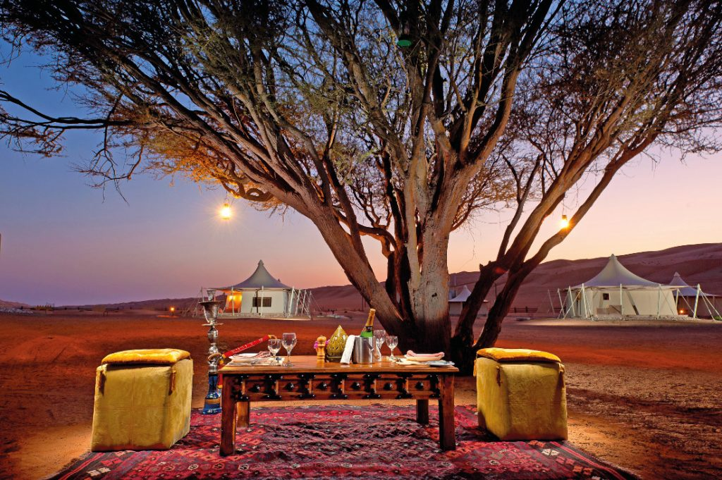 Oman Wahiba Sands Desert Nights Camp Wüstendinner Iwanowskis Reisen - afrika.de