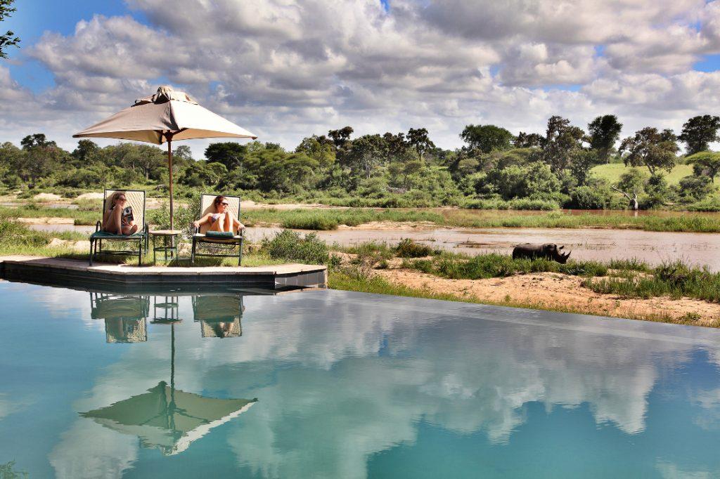 Südafrika MalaMala Game Reserve Main Camp Pool Iwanowskis Reisen - afrika.de