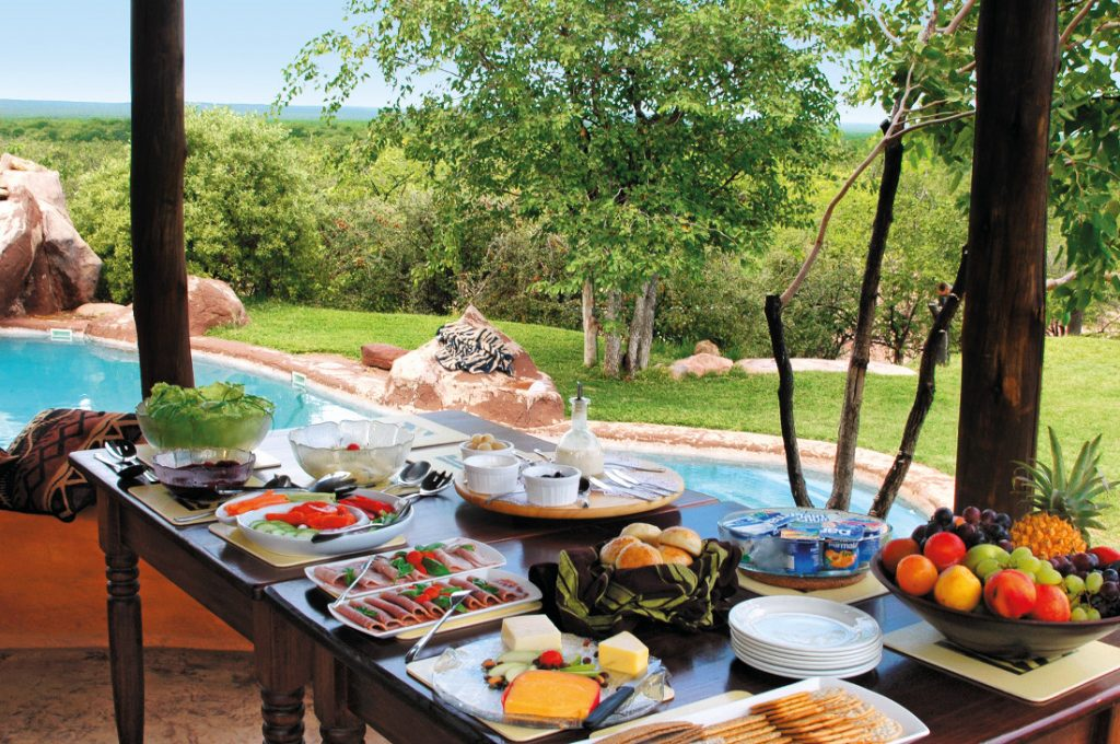 Südafrika Messina Mopane Bush Lodge Frühstücksbuffet Iwanowskis Reisen - afrika.de