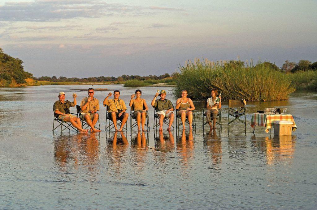 Sambia South Luangwa National Park Wandersafari Sundowner Iwanowskis Reisen - afrika.de