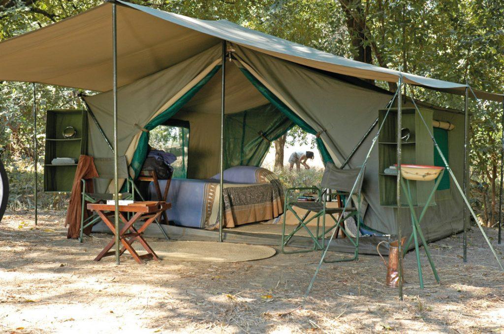Sambia South Luangwa National Park Wandersafari mobile Zeltunterkunft Iwanowskis Reisen - afrika.de
