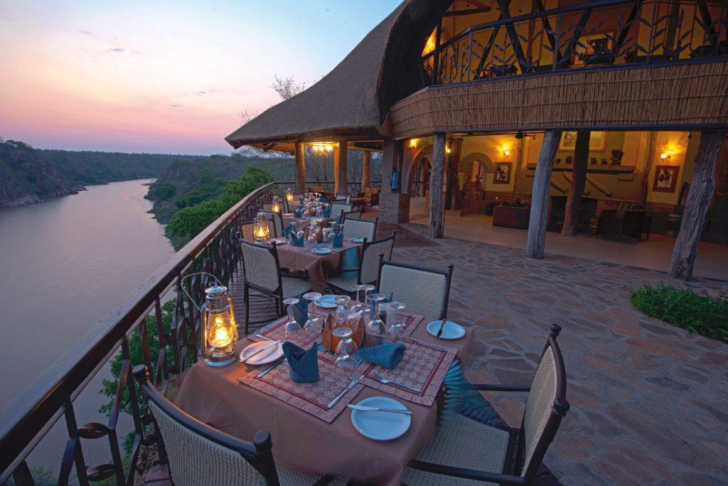 Simbabwe Gonarezhou National Park Chilojo Gorge Safari Lodge Ausblick Iwanowskis Reisen - afrika.de