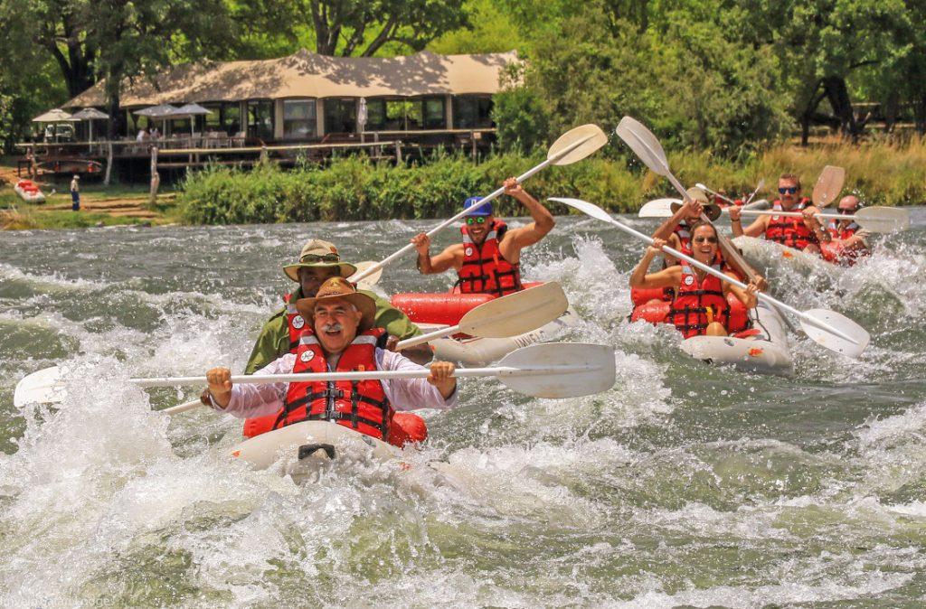 Simbabwe Victoria Falls Zambezi Sands River Camp Schlauchboote Iwanowskis Reisen - afrika.de