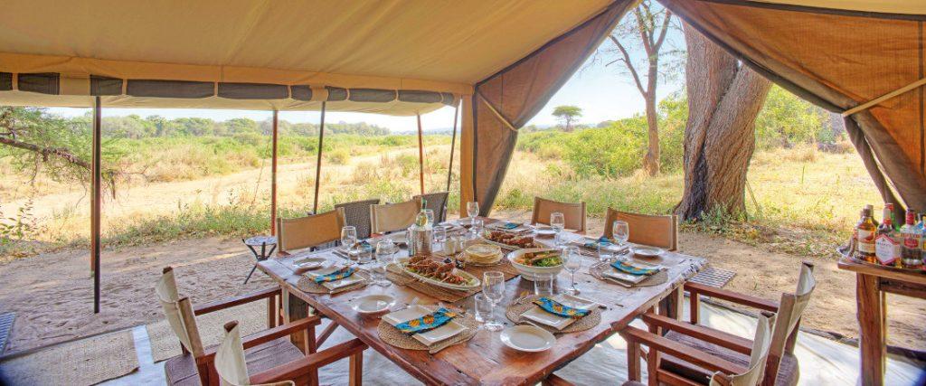 Tansania Ruaha National Park Kichaka Base Camp Speisezelt Iwanowskis Reisen - afrika.de