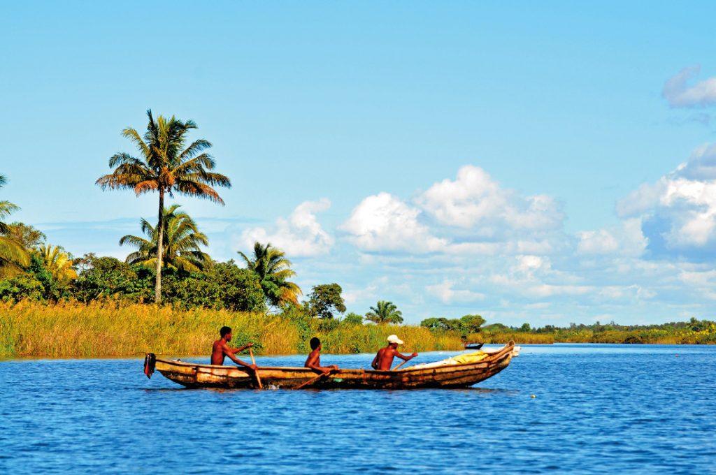 Madagaskar Kanal von Pangalanes Boot Iwanowskis Reisen - afrika.de