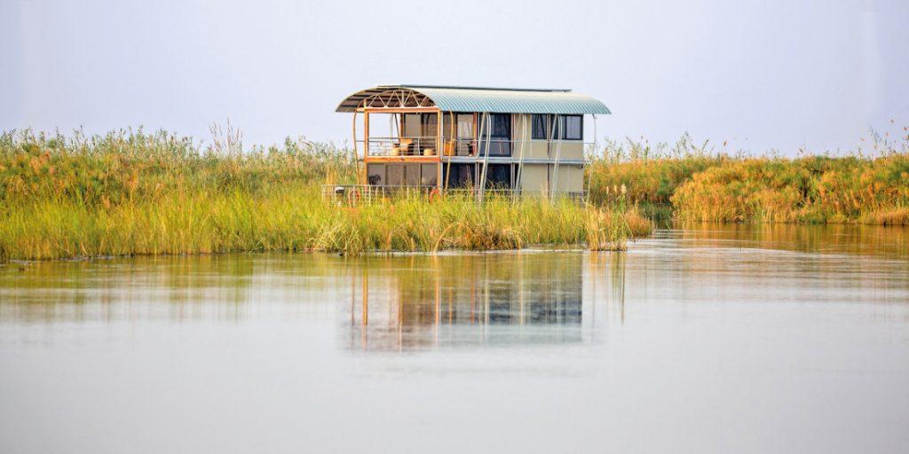 Namibia Caprivi Namushasha River Villa Hausboot Gondwana Collection Iwanowskis Reisen - afrika.de