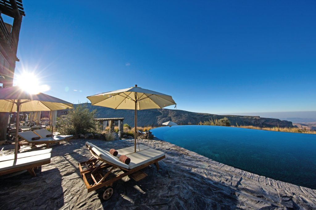 Oman Jebel Akhdar Gebirge Alila Jabal Akhdar Hotel Pool Iwanowskis Reisen - afrika.de