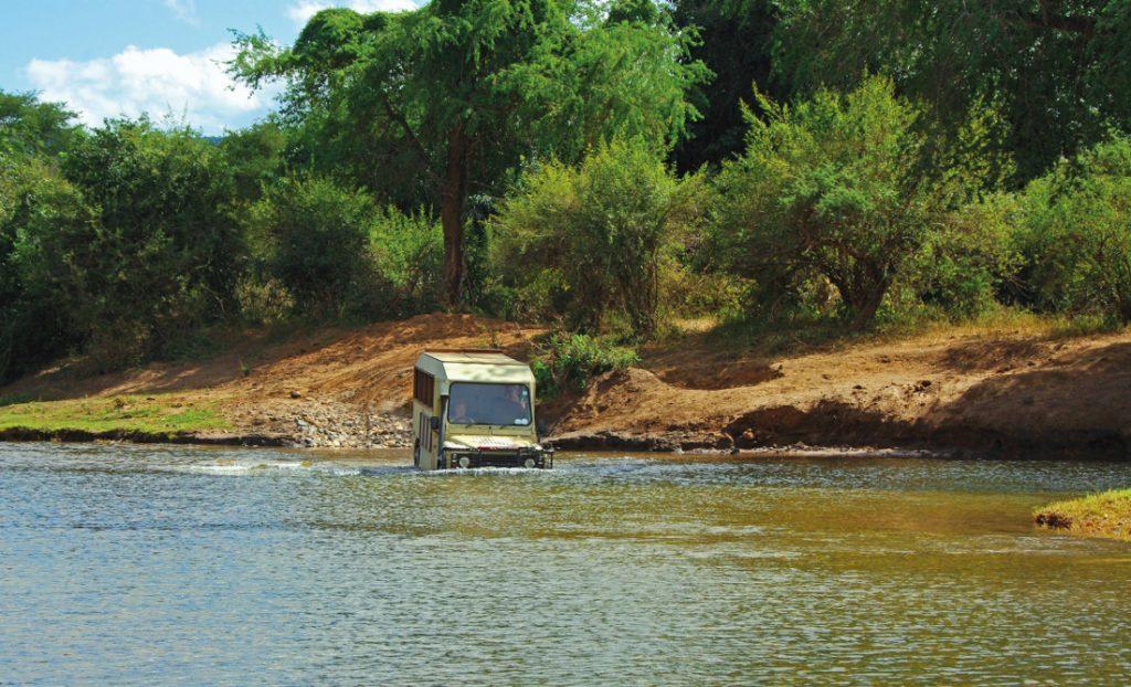 Sambia Lower Zambezi Wasserdurchquerung Iwanowskis Reisen - afrika.de