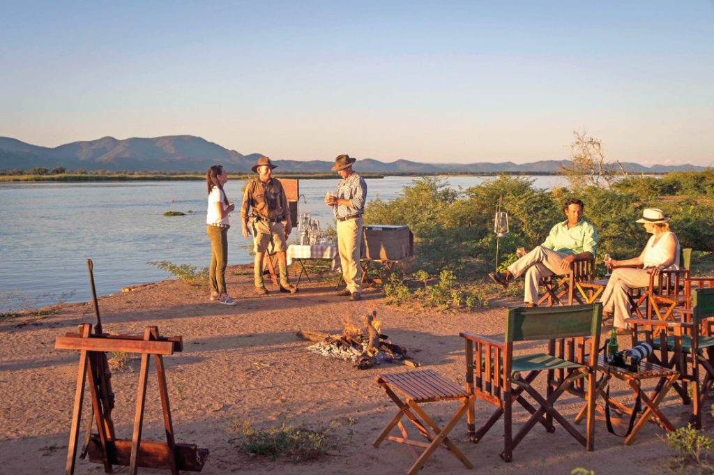 Simbabwe Mana Pools National Park Johns Camp Lagerfeuer Iwanowskis Reisen - afrika.de