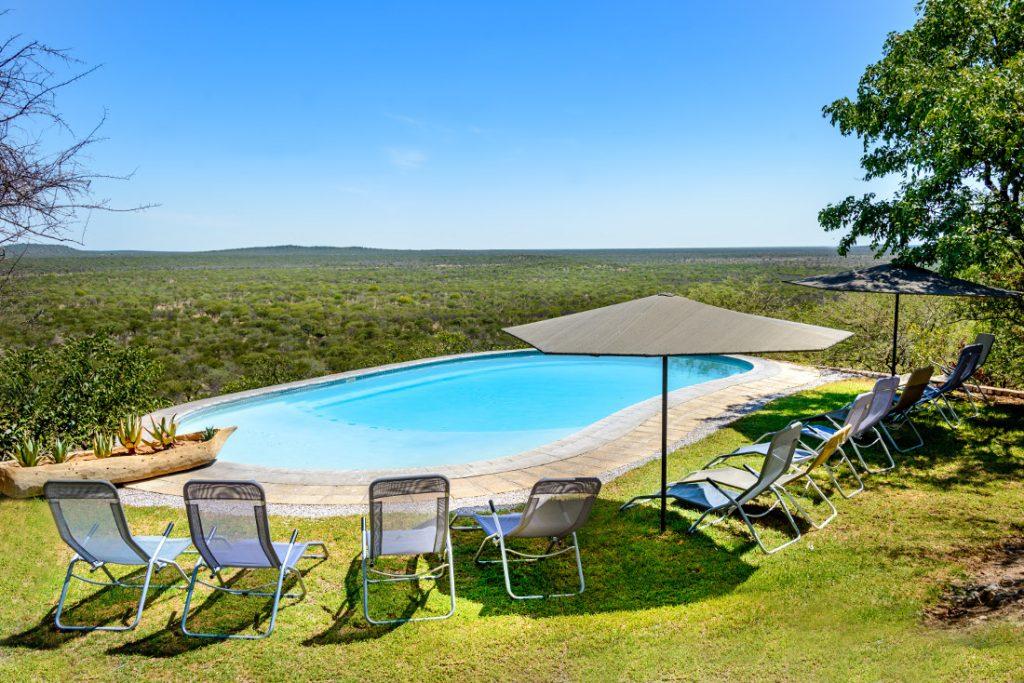 Namibia Etosha National Park Etosha Safari Lodge Pool Iwanowskis Reisen - afrika.de