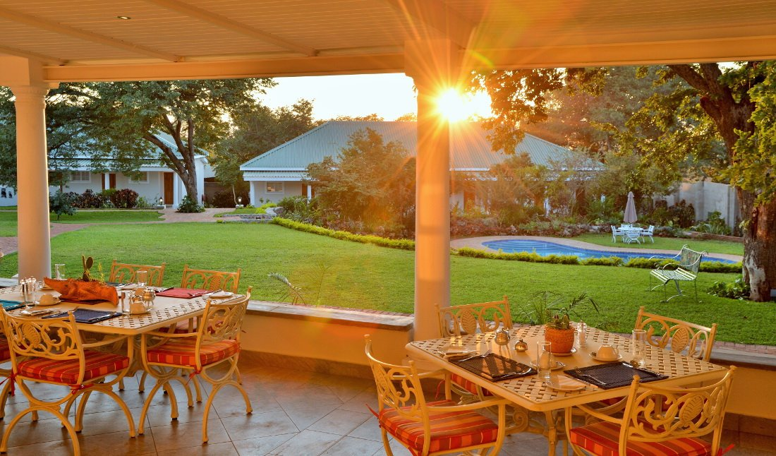 Simbabwe Victoria Falls Batonka Guest Lodge Frühstück Iwanowskis Reisen - afrika.de