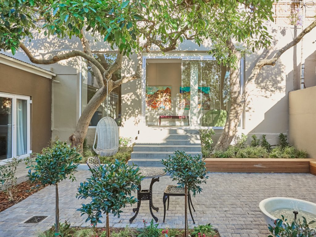 Südafrika Kapstadt Cloud 9 Boutique Hotel Garten Innenhof Iwanowskis Reisen - afrika.de