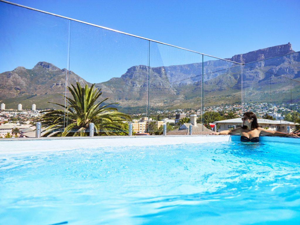 Südafrika Kapstadt Cloud 9 Boutique Hotel Pool Iwanowskis Reisen - afrika.de