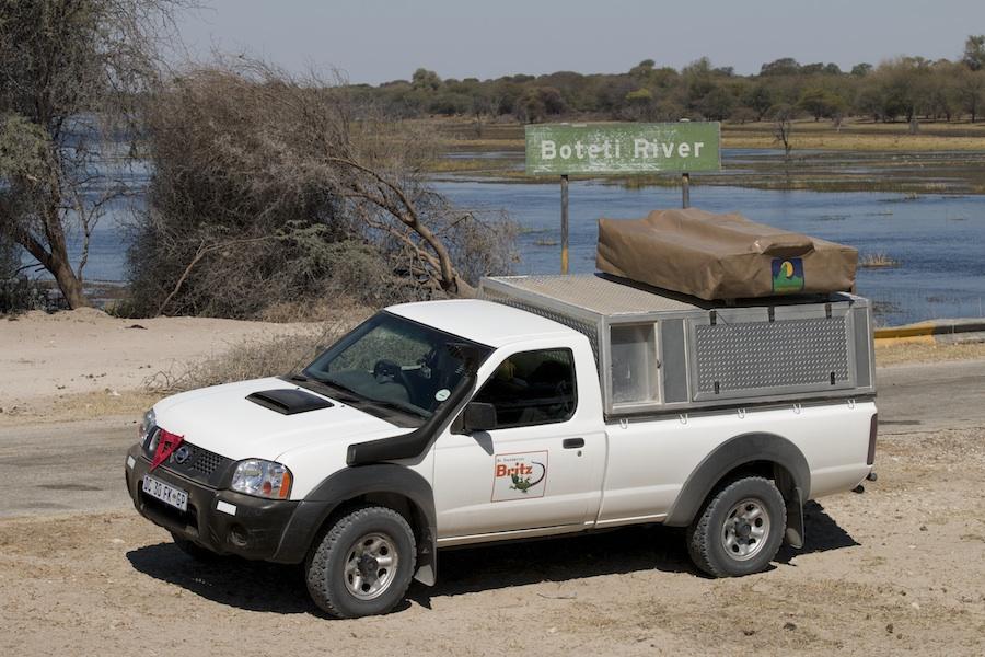 Britz-Mietwagen von Britz am Boteti River in Botswana - Iwanowskis Reisen