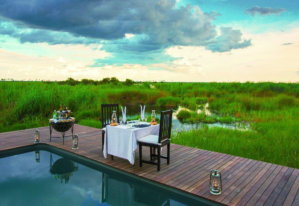 Botswana Linyanti Selinda Camp Abendessen Iwanowskis Reisen - afrika.de