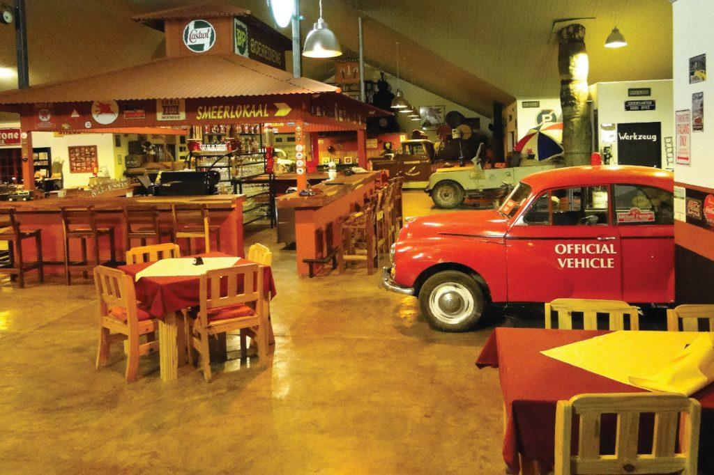Namibia Fish River Canyon Roadhouse Restaurant Iwanowskis Reisen - afrika.de