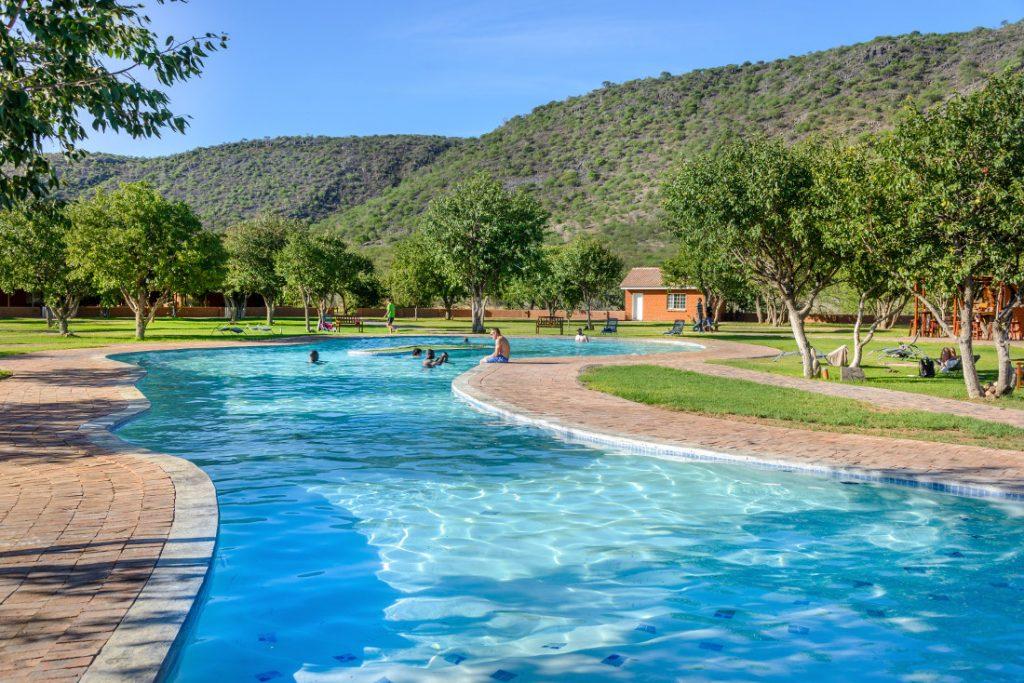 Namibia Khorixas Damara Mopane Lodge Pool Iwanowskis Reisen - afrika.de