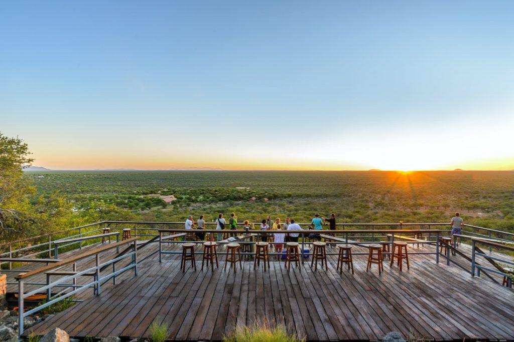 Namibia Khorixas Damara Mopane Lodge Aussichtsterrasse Iwanowskis Reisen - afrika.de