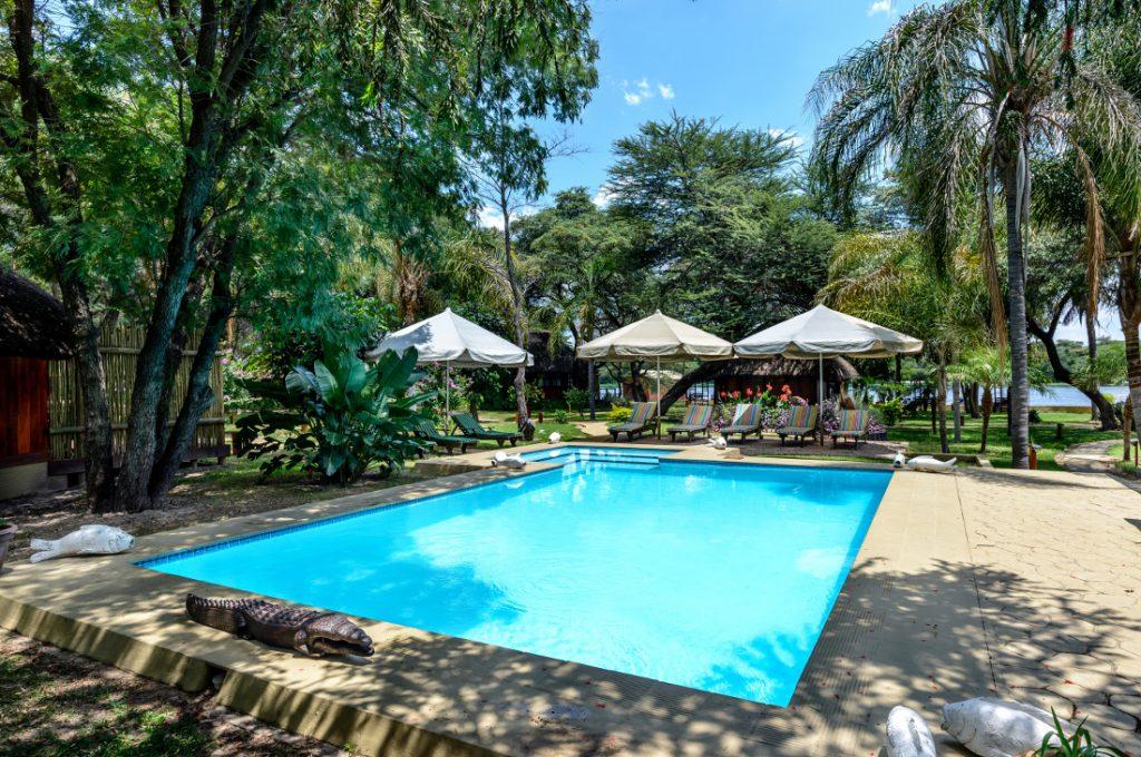 Namibia Rundu Hakusember River Lodge Pool Iwanowskis Reisen - afrika.de